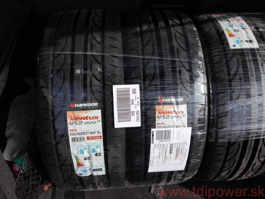 Vadné nové pneumatiky.